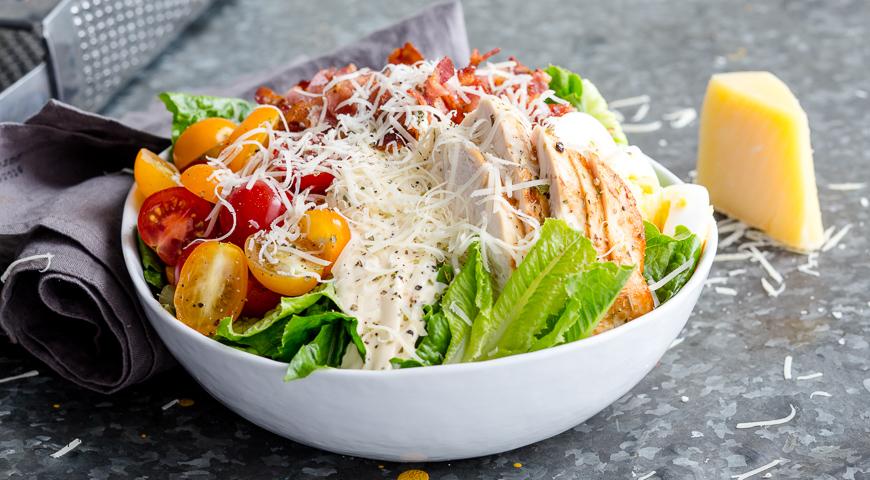 классический салат цезарь с курицей