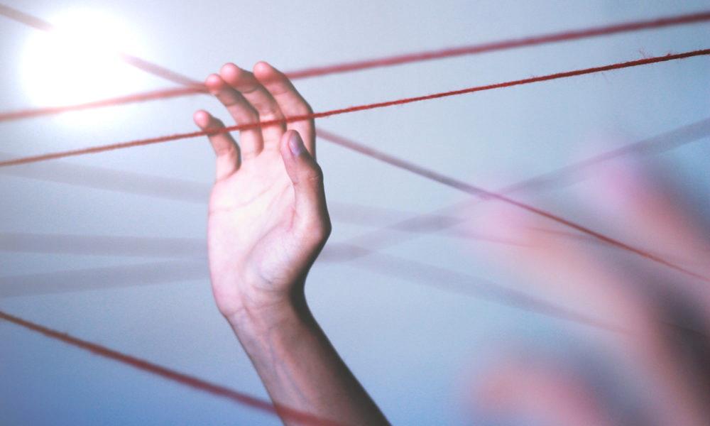 Что значит красная шерстяная нить на левом запястье и почему ее носят