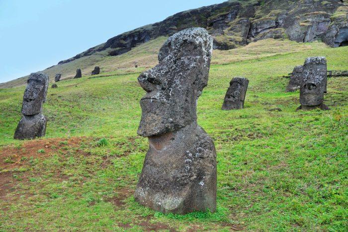 остров пасхи статуи