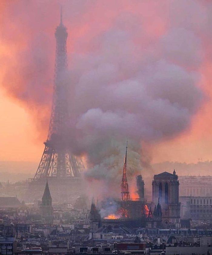 причина пожара в соборе парижской богоматери