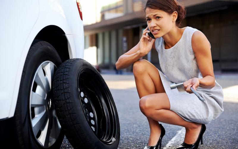 Ирина Хоменко рассказала о женском способе поменять колесо