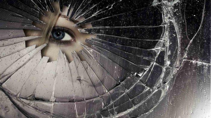 разбитое зеркало суеверия