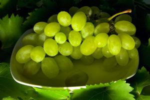 виноград кому нельзя есть