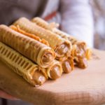 Вафельные трубочки со сгущенкой: рецепт, родом из детства