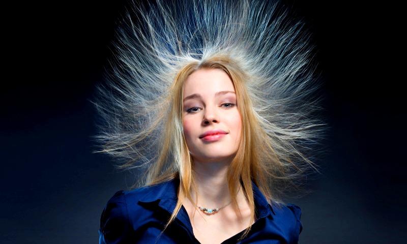 Почему электризуются волосы что делать
