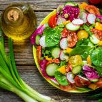 ТОП-5 соусов к салатам, которые должна уметь готовить каждая хозяйка
