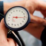 Как снизить давление до приезда медиков