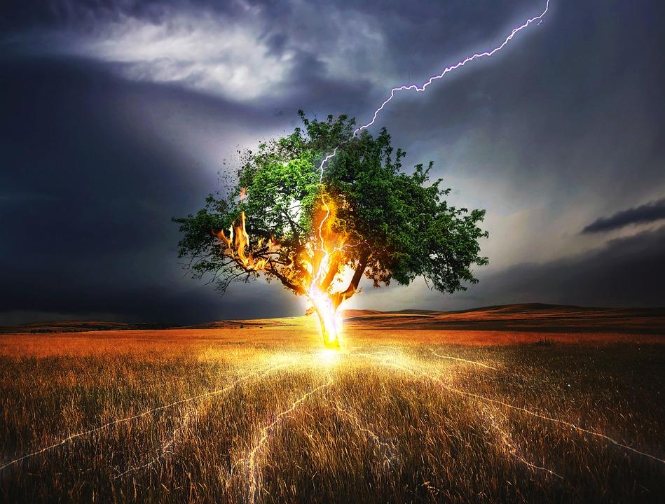 как можно спастись от молнии