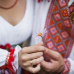 Смешные свадебные традиции, о которых многие мечтают забыть