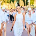 Настя Каменских восхитила точеной фигурой в облегающем белом платье (ФОТО)