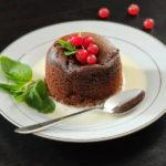 Для сладкоежек: проверенный рецепт шоколадного фондана