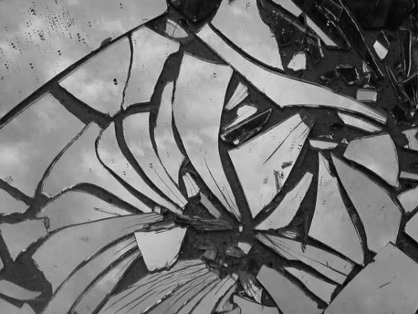разбитое зеркало мистика