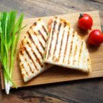 Кесадилья: рецепт холостяцкого завтрака от Никиты Добрынина