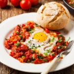 Шакшука: рецепт на сковороде от Валика Михиенко