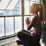 На заметку: 3 упражнения из йоги, которые подарят бодрость на целый день