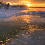 Купание в проруби на Крещение 2021: польза и противопоказания
