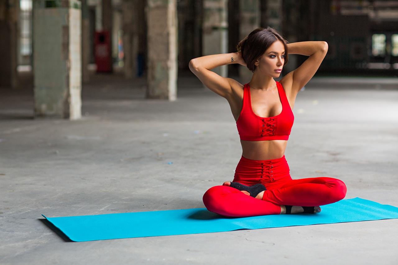 упражнения йоги для начинающих в домашних