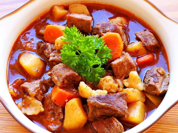 Бограч по-венгерски: рецепт от Виталика Тыльного