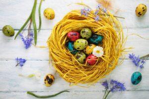 покраска яиц на пасху в домашних условиях