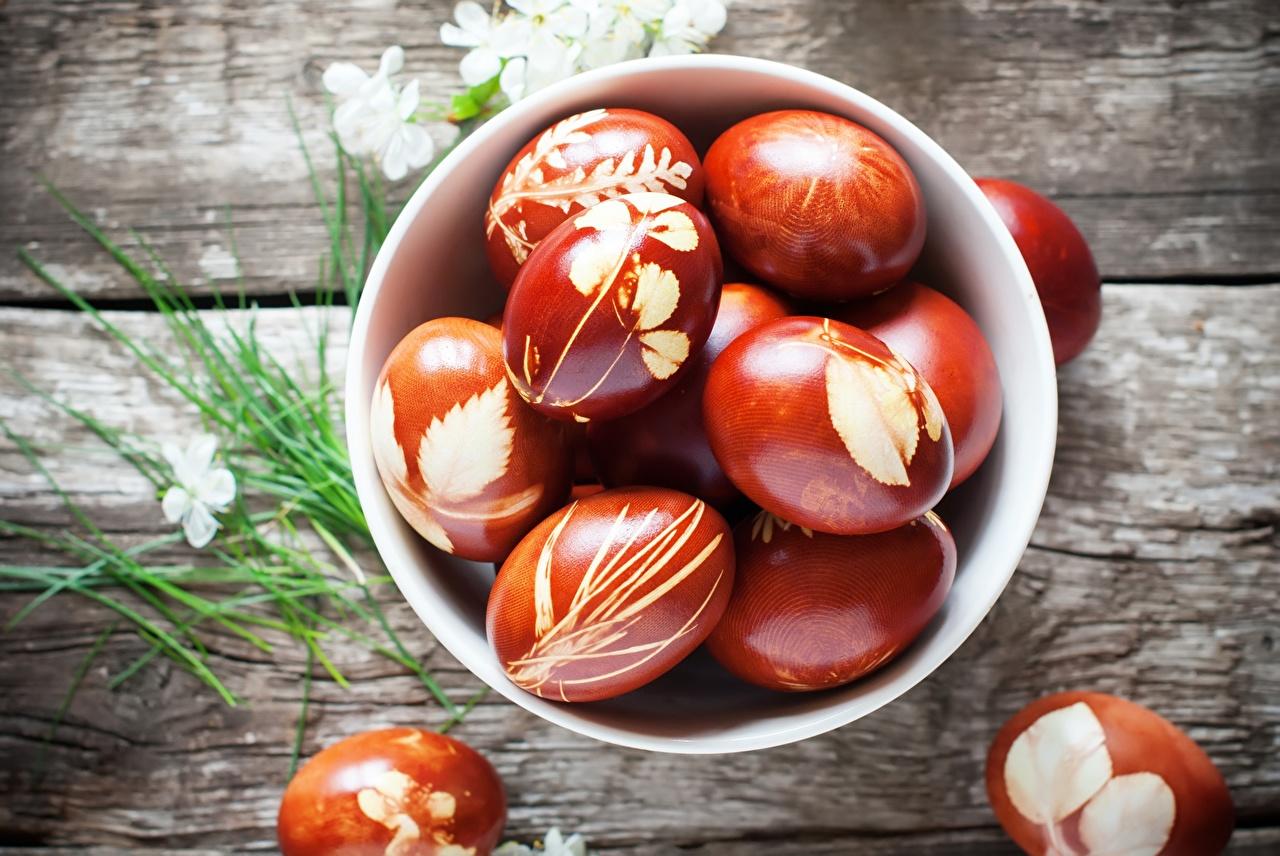 Почему искусственные красители для пасхальных яиц опасны и чем их заменить?