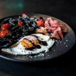 Черная паста с грибами и вином: необычный рецепт от Сони Плакидюк