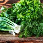 Как правильно есть салаты из сезонных овощей?