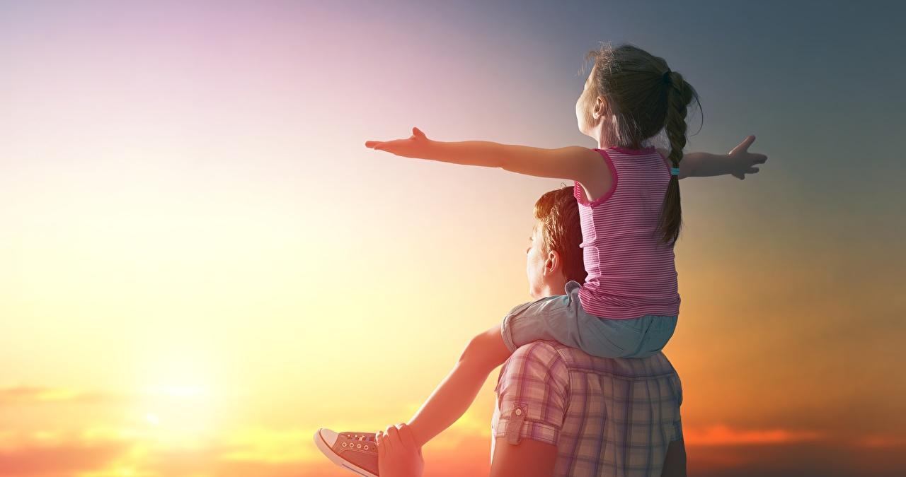 Как воспитать счастливого ребенка: рассказывает шоумен Александр Педан и психолог Наталья Ежова